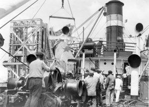 Unloadingf 74 at Valetta Sept 1935 2
